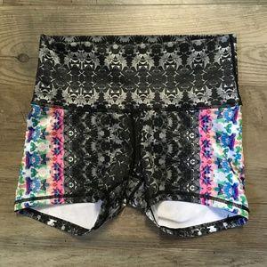 Prana Luminate Shorts Black Hydrobloom Yoga Sz M